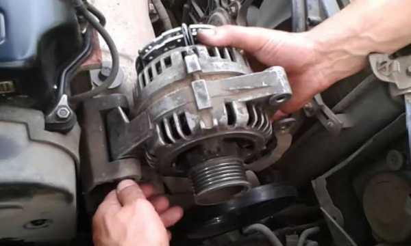 Снятый генератор автомобиля