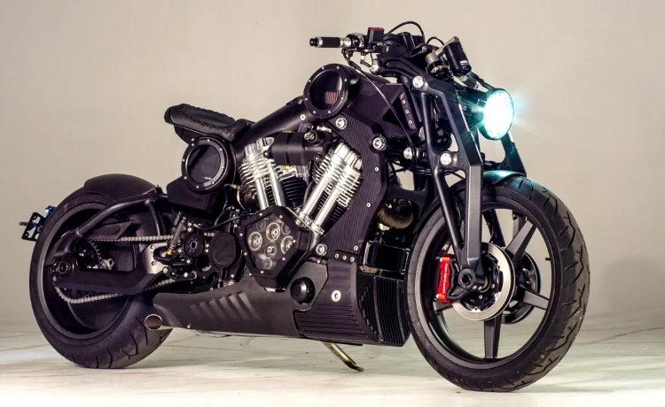 Мотоцикл с включенной фарой