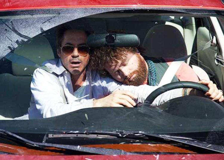 Водитель спит, пассажир ведет авто