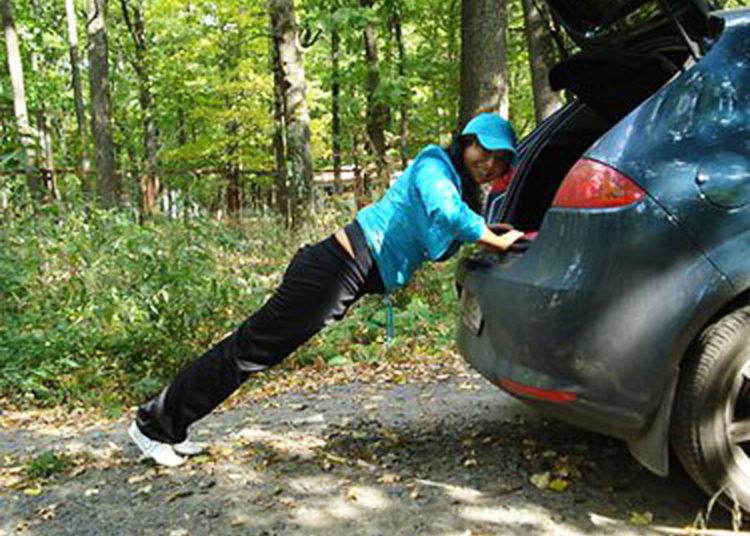 Отжимание от автомобиля