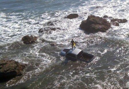 Затопленная машина пикап Dodge
