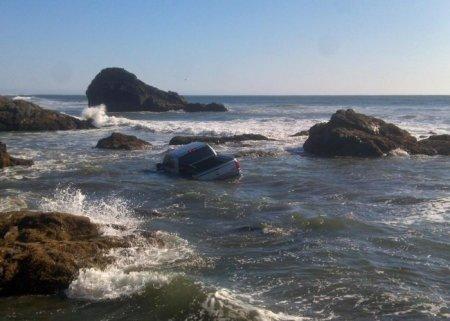 Автомобиль в воде