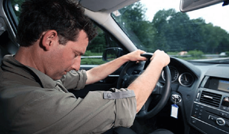 Водитель спит за рулем