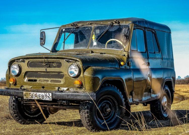 УАЗ-469 в поле