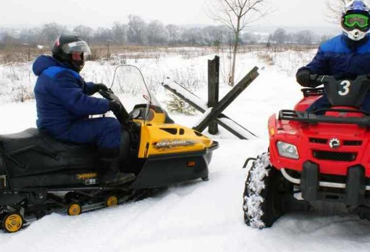 Квадроциклы на снегу