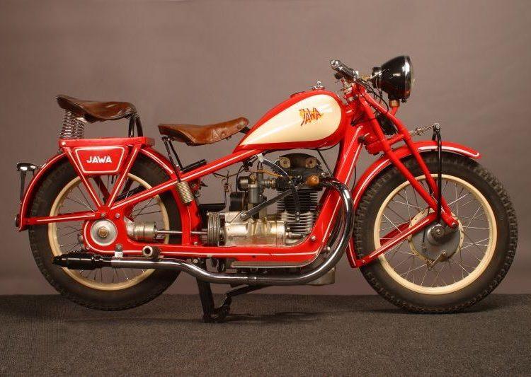 Красный мотоцикл Ява