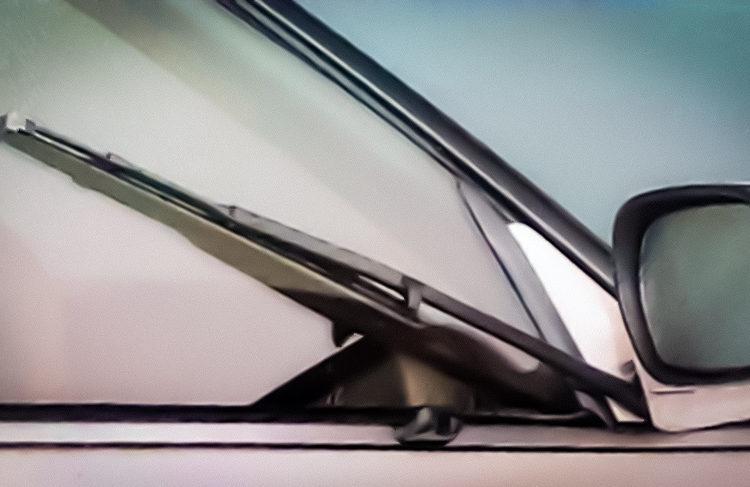 Боковой дворник на авто