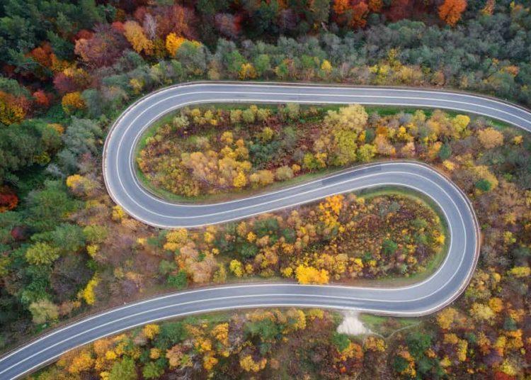 Изогнутая дорога вид сверху