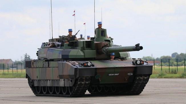 На танке AMX-56 Leclercвоенные