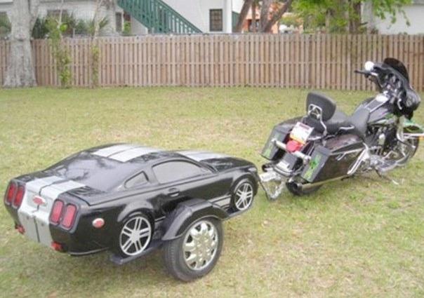 Мотоцикл с прицепом-машиной