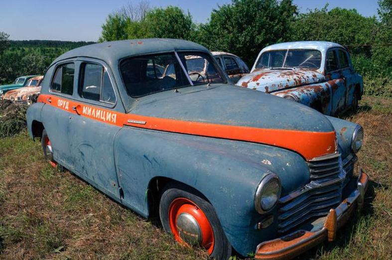 Старый автомобиль милиции