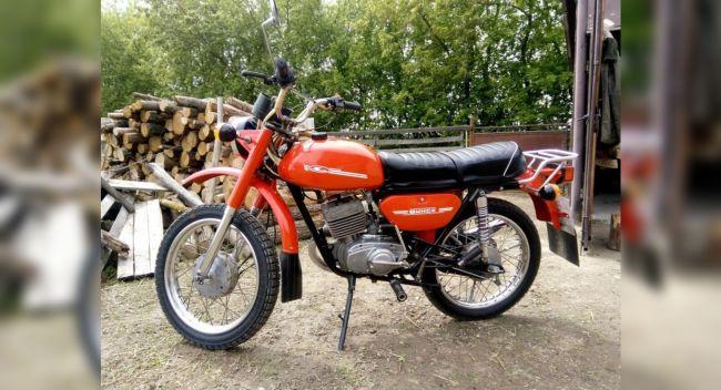 Красный мотоцикл Минск