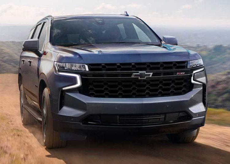 Chevrolet Tahoe 2021 на дороге