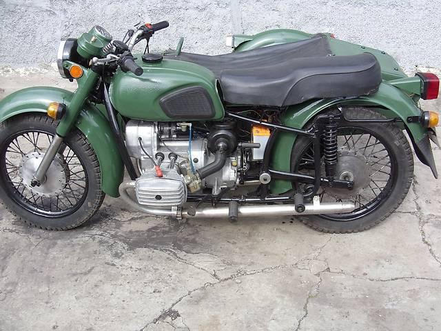 Зеленый мотоцикл Днепр