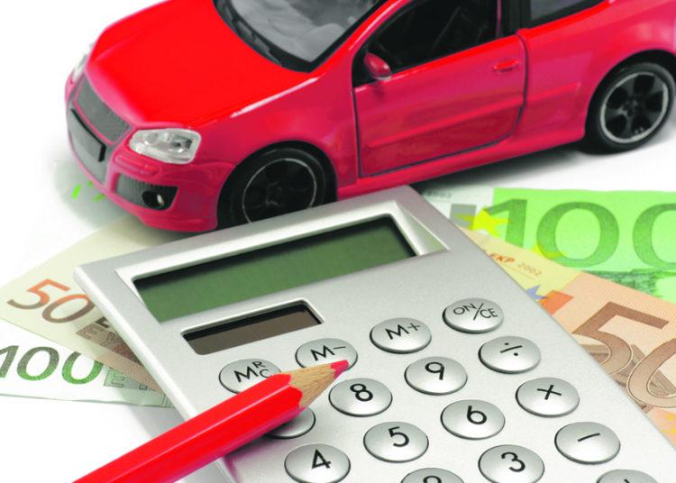 Машина, калькулятор, карандаш и деньги