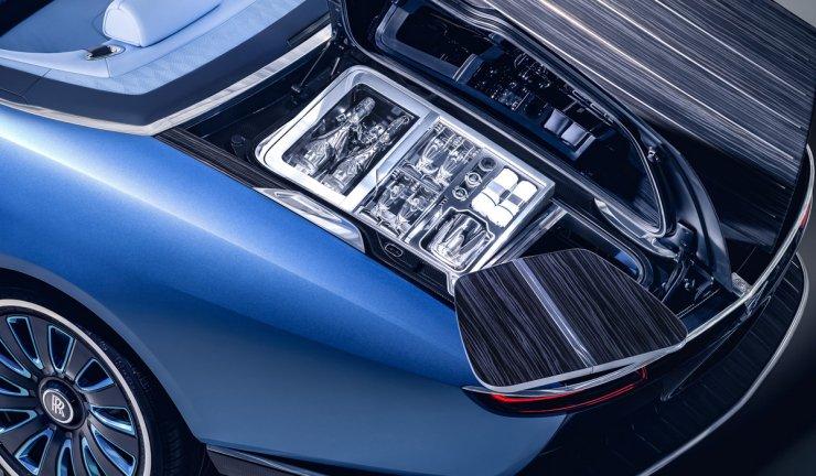 Открытый капот Rolls-Royce Boat Tail