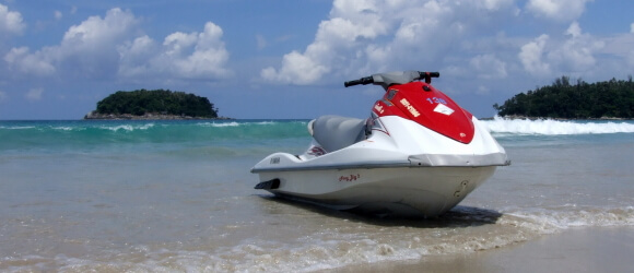 Гидроцикл на берегу