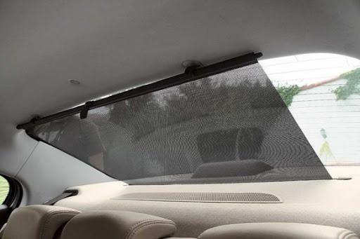 Шторка на заднем стекле авто