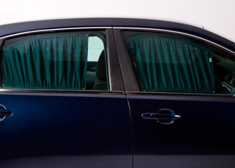 Шторки на боковых стеклах автомобиля
