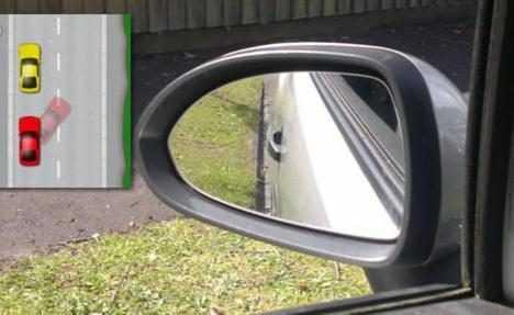 Парковка с боковым левым зеркалом