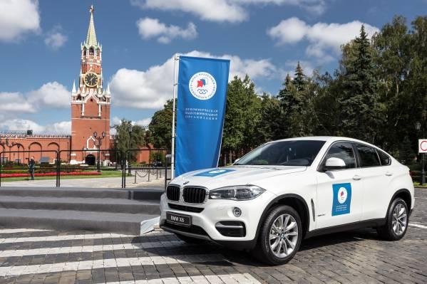 Белый BMW для чемпионов на Красной площади