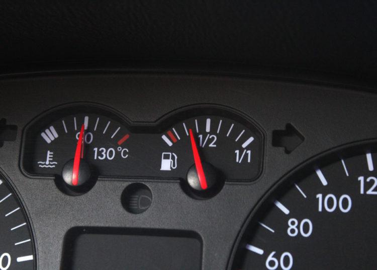Панель приборов в авто