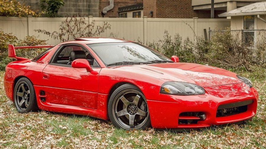 Спортивный красный Mitsubishi 3000 GT