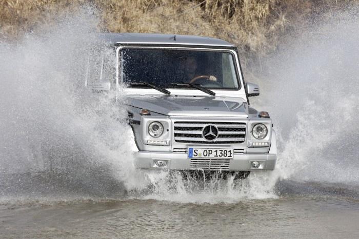 Mercedes G-Classв воде