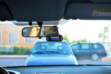 Видеорегистратор за зеркалом авто
