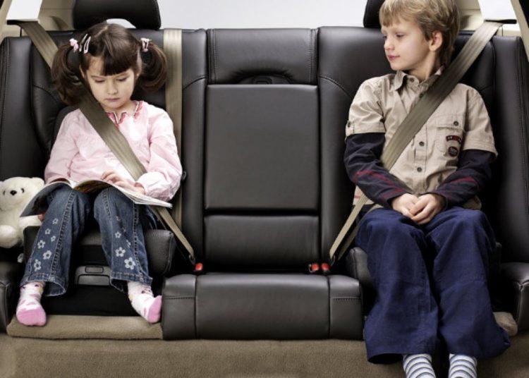 Дети пристегнуты ремнями безопасности