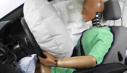 Манекен и раскрытая подушка безопасности
